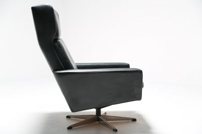 Georg Thams for Polstermøbelfabrik Leather swivel chair