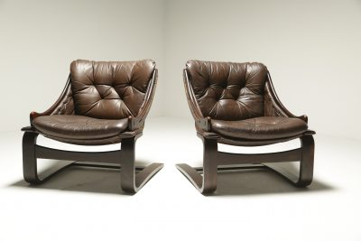 Pair of Leather Cantilever Lounge Chairs vintage lounge chair