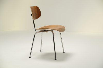 Egon Eiermann SE 68 Chair in Plywood